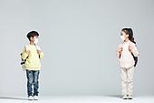 어린이 (나이), 초등학생, 출석 (움직이는활동), 개학, 코로나바이러스 (바이러스), 코로나19 (코로나바이러스), 사회적거리두기 (사회이슈), 마스크 (방호용품)
