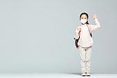 어린이 (나이), 초등학생, 코로나바이러스 (바이러스), 코로나19 (코로나바이러스), 사회적거리두기 (사회이슈), 마스크 (방호용품), 소녀 (여성)