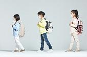 어린이 (나이), 초등학생, 출석 (움직이는활동), 코로나바이러스 (바이러스), 코로나19 (코로나바이러스), 사회적거리두기 (사회이슈), 마스크 (방호용품)