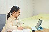 초등학생, 홈스쿨링 (교육), 인터넷강의 (인터넷), 집 (주거건물)