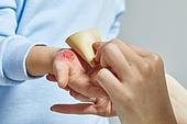 보험 (주제), 상해 (건강이상), 흉터 (피부특징), 상처 (상해), 흉터, 질병 (건강이상), 사람피부 (주요신체부분), 피부과 (생물학), 반창고 (붕대)
