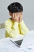 어린이 (나이), 초등학생, 컴퓨터, 노트북컴퓨터 (개인용컴퓨터)