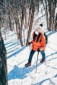 겨울, 산 (지세), 하이킹 (아웃도어), 산악등반 (클라이밍), 등산로 (길), 하이킹, 산악등반, 체력, 걷기, 취미, 등산로, 아이젠, 운동, 마스크 (방호용품)