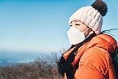 겨울, 산 (지세), 하이킹 (아웃도어), 산악등반 (클라이밍), 하이킹, 산악등반, 도전 (컨셉), 체력, 성취, 취미, 운동, 맨위 (위치묘사), 성공, 산봉우리, 마스크 (방호용품)