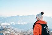 겨울, 산 (지세), 하이킹 (아웃도어), 산악등반 (클라이밍), 하이킹, 산악등반, 체력, 취미, 운동, 맨위 (위치묘사), 산봉우리, 마스크 (방호용품)
