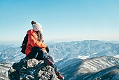 겨울, 산 (지세), 하이킹 (아웃도어), 산악등반 (클라이밍), 하이킹, 산악등반, 도전, 도전 (컨셉), 체력, 성취 (성공), 성취, 취미, 운동, 맨위 (위치묘사), 산봉우리, 희망 (컨셉), 기대 (컨셉)