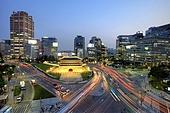 건축물,고건축,고층빌딩,교통,국보,남대문,도로,문화재,밤,밤[시간],빌딩,서울,속도,실외,야경,자동차,중구,패닝,풍경,풍경[경치],한국,국내여행,현대건축