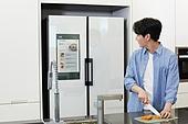 가정주방 (주방), 남성, 냉장고, 홈오토메이션 (기술), 썰기 (음식준비)