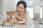여성, 강아지, 반려동물, 카페, 애견카페, 펫테크 (사회이슈), 미소, 밝은표정