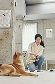 여성, 강아지 (새끼), 촬영, 사진촬영, 도그워커 (직업), 견주 (애완동물주인), 강아지유치원