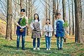 한국인, 묘목, 식목일, 환경보호, 식목 (환경보호), 여성, 남성, 어린이 (나이), 소녀 (여성)