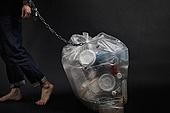 플라스틱, 쓰레기 (물체묘사), 구속 (컨셉), 환경오염, 비닐봉투 (가방), 체인 (인조물건), 자물쇠