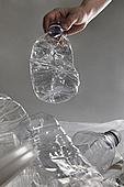 플라스틱, 쓰레기 (물체묘사), 비닐봉투 (가방), 재활용 (환경보호), 페트병, 던지기 (물리적활동)