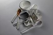 플라스틱, 쓰레기 (물체묘사), 일회용 (상태), 구겨짐 (재질), 용기 (인조물건)
