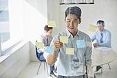 비즈니스, 비즈니스 (주제), 비즈니스맨 (사업가), 화이트칼라 (전문직), 아이디어, 생각 (컨셉), 경영전략, 일 (물리적활동), 아이디어 (컨셉), 포스트잇, 도전