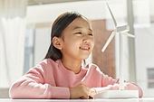 연료와전력발전 (주제), 풍력 (대체에너지), 풍력터빈, 대체에너지 (연료와전력발전), 대체에너지, 풍력터빈 (터빈), 지속가능한에너지 (연료와전력발전), 탄소배출권 (주제), 탄소중립 (환경보호), 소녀 (여성)