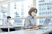 한국인, 비즈니스 (주제), 사무실, 코로나바이러스, 코로나19 (코로나바이러스), 사회적거리두기 (사회이슈), 코로나바이러스 (바이러스), 팬데믹, 마스크 (방호용품), 바쁨 (일)