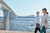 한국인, 건강관리 (주제), 달리기 (물리적활동), 조깅 (운동), 유산소운동 (운동), 걷기, 대화, 미소