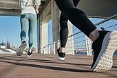 한국인, 건강관리 (주제), 달리기 (물리적활동), 조깅 (운동), 유산소운동 (운동), 여성, 사람다리 (사람팔다리), 속도 (컨셉)