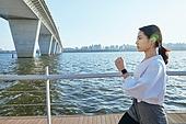 한국인, 건강관리 (주제), 달리기 (물리적활동), 조깅 (운동), 유산소운동 (운동), 강변, 여성