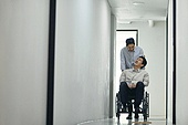 장애인 (장애), 휠체어, 장애, 사회복지, 신체장애, 소외계층, 협력 (컨셉), 도움 (컨셉), 함께함 (컨셉)