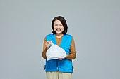 50대 (중년), 중년 (성인), 여성, 배달부, 비닐봉투 (가방)
