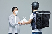 음식, 한국인, 포장, 오토바이타는사람 (역할), 미소, 밝은표정