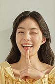 한국인, 성인 (나이), 여성, 색조화장 (화장품), 의료성형뷰티, 뷰티, 아름다움 (주제), 의료성형뷰티 (주제), 웃음 (얼굴표정), 행복