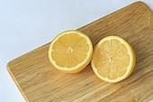 레몬,단면,과일,열매,노란색,두조각,도마,실내,클로즈업,누끼,정물,배경,흰색,한국,음식,채소,신선,날것,