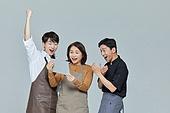 한국인, 상인 (소매업자), 디지털태블릿 (개인용컴퓨터), 인터넷서핑 (격언), 미소, 파이팅 (흔들기), 환호