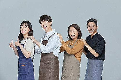 한국인, 상인 (소매업자), 어깨동무, 자신감, 즐거움, 함께함 (컨셉), 협력