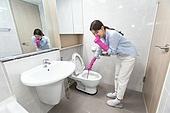 홈케어, 수리 (움직이는활동), 수리, 화장실 (붙박이가정설비), 변기 (화장실), 지저분함 (나쁜상태), 여성