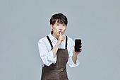 한국인, 20대 (청년), 청년 (성인), 스타트업 (소기업), 바리스타, 상인 (소매업자), 스마트폰, 쉿, 비밀