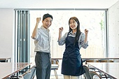 한국인, 상점, 시간제근무 (직업), 소유자 (직업), 채용 (고용문제), 미소, 파이팅 (흔들기)
