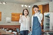 한국인, 상점, 시간제근무 (직업), 소유자 (직업), 청년 (성인), 미소, 파이팅 (흔들기)