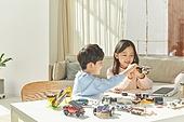 전기자동차 (자동차), 교통 (주제), 운송수단 (인조물건), 이동성 (컨셉), 혁신, ESG (컨셉), 탄소배출권 (주제), 자동차 (자동차류), 한국인, 어린이 (나이)