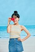 여름, 해변 (해안), 웃음, 여성 (성별), 시원함 (컨셉), 상업이벤트, 포즈취하기 (사진촬영), 필름카메라