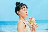 여름, 해변 (해안), 쾌활한표정 (밝은표정), 여성 (성별), 시원함 (컨셉), 상업이벤트, 칵테일