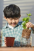 재활용 (환경보호), 환경보호 (환경), 환경, 환경보호, ESG, 식목일, 심기 (움직이는활동), 원예 (레저활동), 플라스틱, 어린이 (나이)