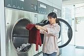 무인세탁소, 빨래, 세탁기, 빨래바구니, 건조기, 세탁업자 (가게), 걱정 (어두운표정)