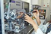 카페, 바리스타, 커피 (뜨거운음료), 카페테리아직원 (음식서비스직), 제조 (움직이는활동)