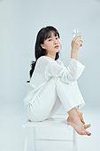 순수 (컨셉), 미녀, 깨끗함, 흰색 (색), 편안함, 유리잔 (그릇)
