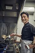 한국인, 식당주방 (주방), 요리사 (음식서비스직), 요리하기 (음식준비), 준비, 남성, 가스스토브버너 (생활용품), 미소
