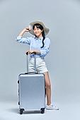 여행, 바퀴달린여행가방 (짐), 여권, 즐거움, 백신여권, 웃음 (얼굴표정)