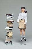 어린이 (나이), 초등학생, 초등교육, 교육 (주제), 공부 (움직이는활동), 창의성, 독서, 소녀 (여성), 호기심, 점프 (물리적활동)