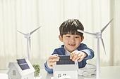 어린이 (나이), 대체에너지 (연료와전력발전), 연료와전력발전, ESG (컨셉), 탄소배출권 (주제), 탄소중립 (환경보호), 풍력 (대체에너지), 태양열에너지 (대체에너지), 태양열장비 (동력장비)