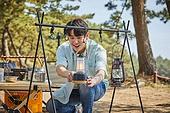 차박캠핑 (캠핑), 캠핑, 숲, 준비, 즐거움 (컨셉), 계절, 자연, 여행, 햇빛 (빛효과), 사랑 (컨셉), 함께함 (컨셉), 웃음 (얼굴표정)