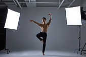 한국인, 성인 (나이), 발레 (춤), 활력 (컨셉), 도전, 열정 (컨셉), 자신감, 상의탈의, 근육질 (사람체격)
