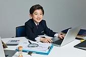 어린이 (나이), 소년 (남성), 조기경제교육 (사회이슈), 경제, 조기교육, 금융, 화폐 (금융아이템), 부귀 (컨셉), 투자