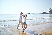 해변, 바다, 파도 (바다), 이성커플 (커플), 즐거움, 여행, 햇빛 (빛효과), 맑은하늘 (하늘)